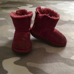 👯♀️$10 IF BUNDLE. Ugg girl boots